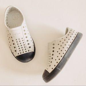 Native Grey/Blue Jefferson Slip On Shoes. Sz 9(C9)